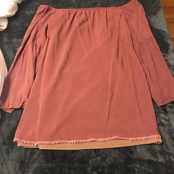 Tobi Dresses & Skirts - Cute off the shoulder dress